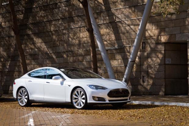 Ein Bild, das draußen, Auto, geparkt, Bordstein enthält.  Automatisch generierte Beschreibung
